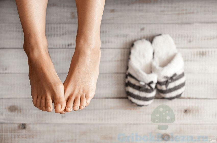 ноги и тапочки