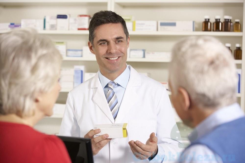 доктор с препаратами