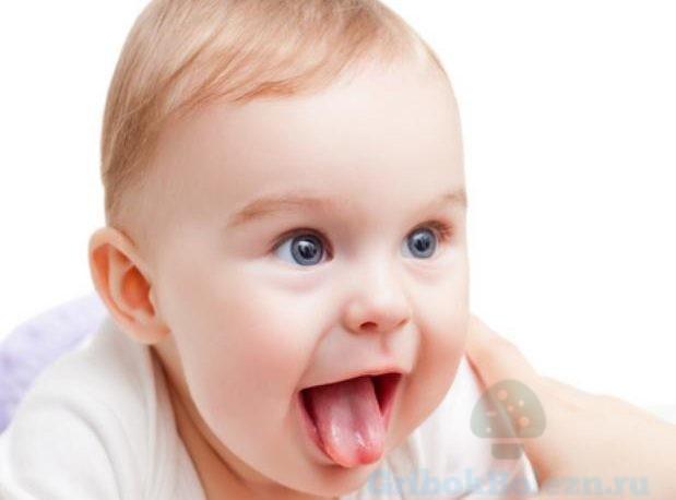 малыш с языком